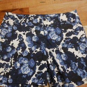 THE LIMITED FLOWER PRINT SHORTS